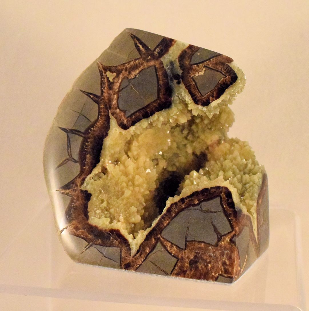 M0087 Septarian Concretion