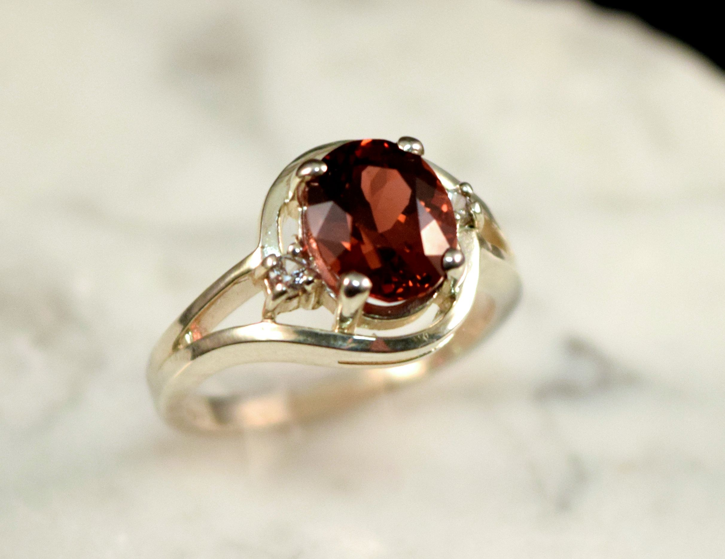 Rs0163 Garnet and White Sapphire Sterling Silve rRing