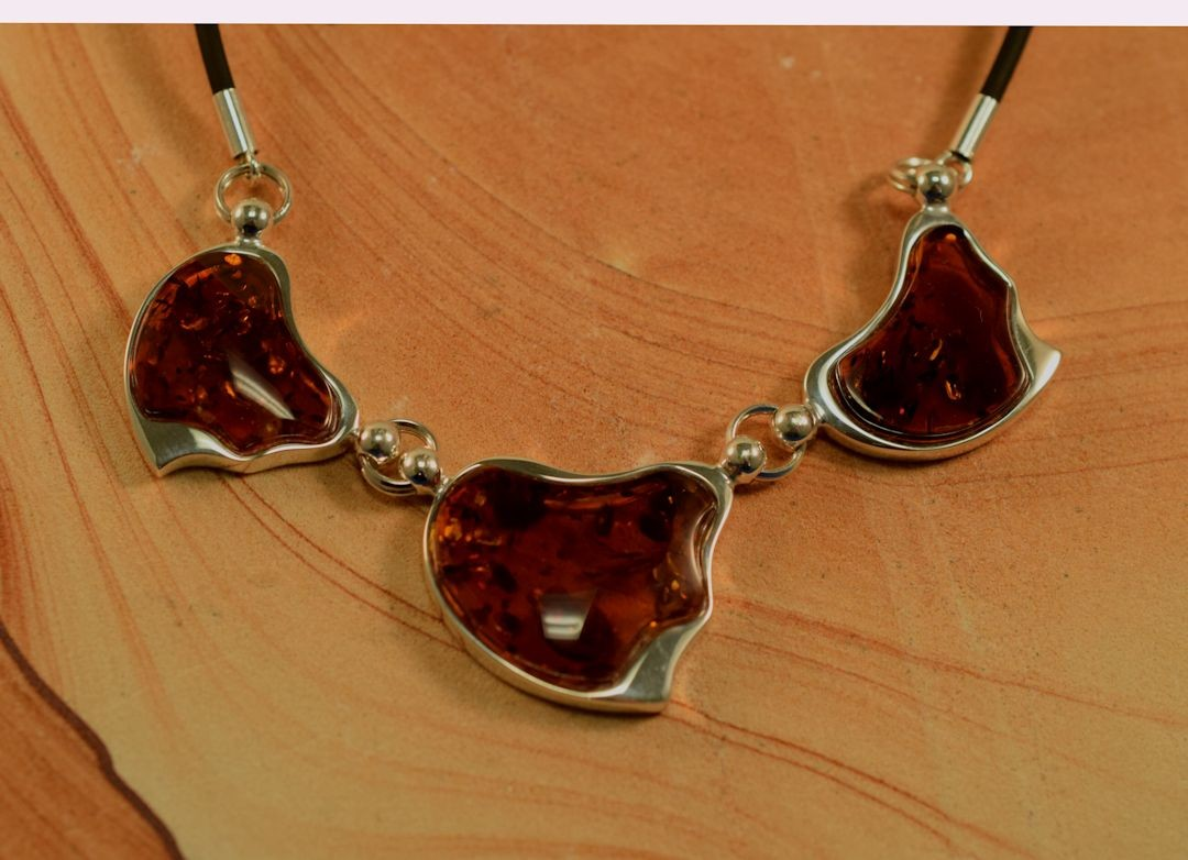 Ns0090 Amber Three Stone Necklace