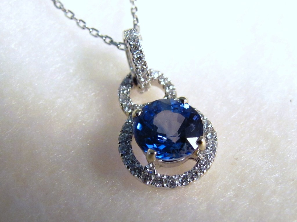 PdG0054 - Sapphire Pendant with Diamonds in White Gold  (SOLD)