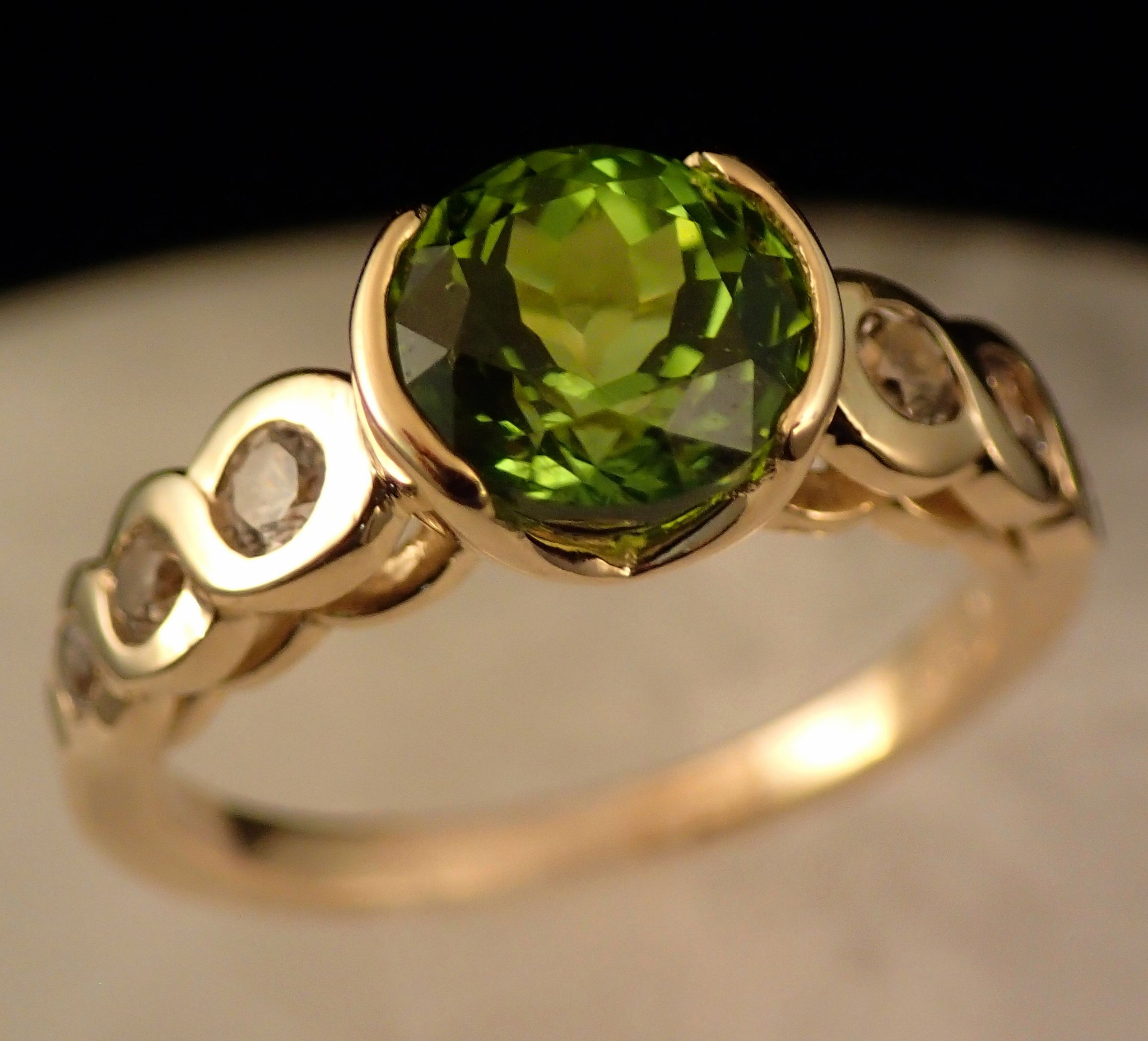 Rg0054 Peridot and White Sapphire Ring in 14k Yellow Gold