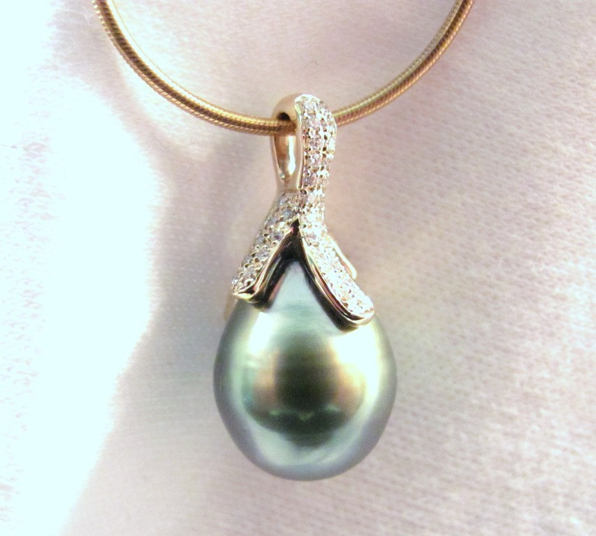 PdG0051 - Black Pearl, Diamond and Yellow Gold Pendant (SOLD)