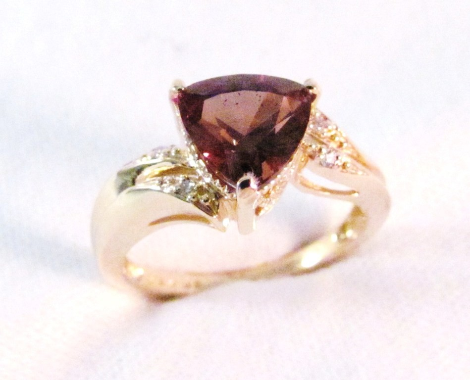 RG0027 - Color Change Garnet Ring in Yellow Gold (SOLD)